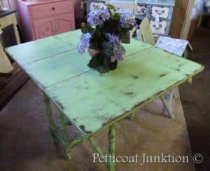 Gateleg Table in fashionable Green for Spring