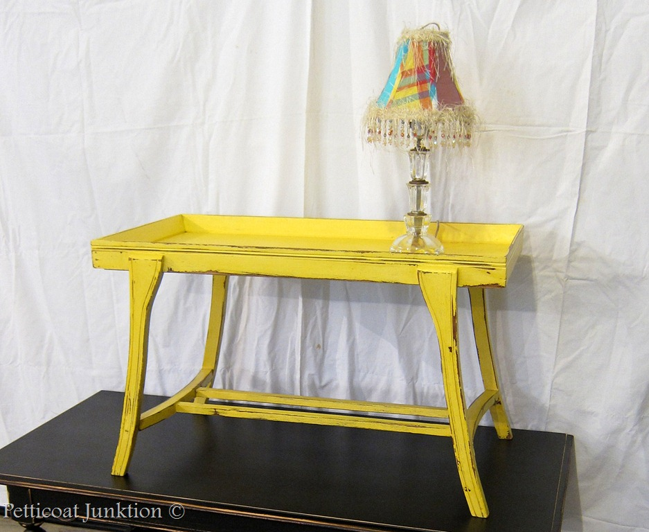 A tale of two tables petticoat junktion - Muebles reciclados vintage ...