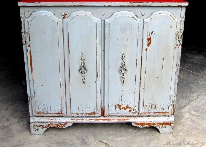 how to paint furniture with milk paint and get the paint to chip perfectly