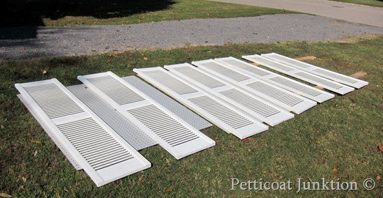 How to Paint Shutters, Petticoat Junktion