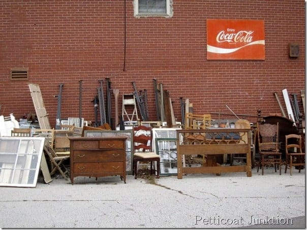 flea-market-junk-shop