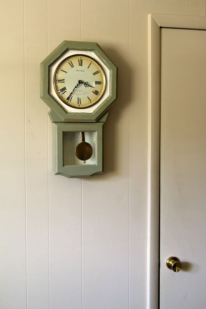 How to paint a wood wall clock