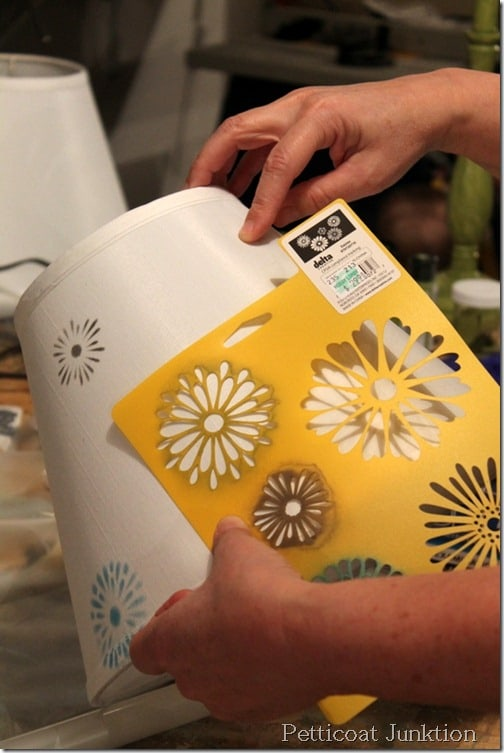 how-to-stencil-lamp shade-tutorial