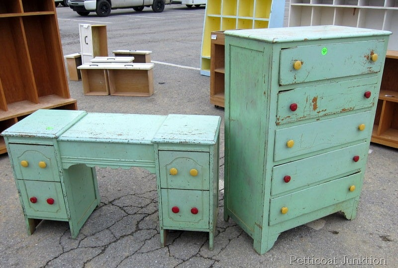 flea market table ideas | table and chair and door