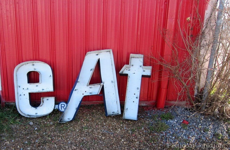 metal-eat-word-sign-industrial-art