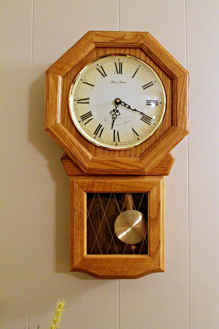 paint an oak wall clock