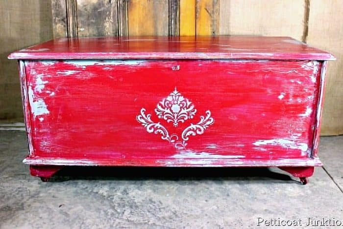 Distress Painted Furniture Using Vaseline