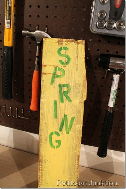 stenciled-spring-sign-diy-craft-project