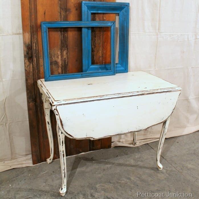 white chalk paint table is a nashville flea market find. Black Bedroom Furniture Sets. Home Design Ideas