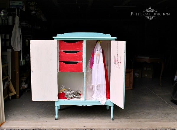 stenciled-painted-turqoise-wardrobe