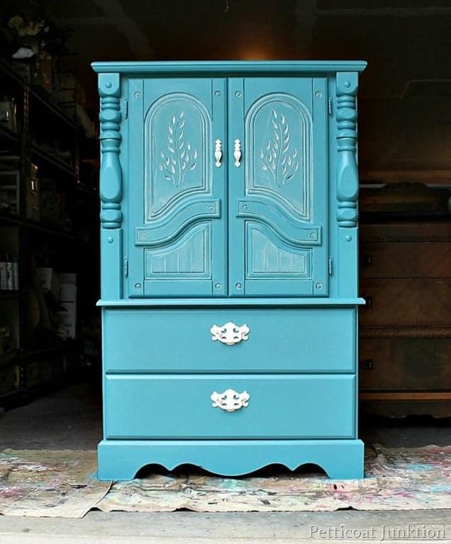 White Wash Furniture Details-Petticoat Junktion