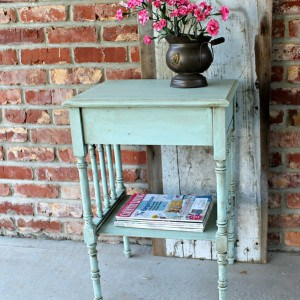 Tutorial-How To Antique Painted Furniture