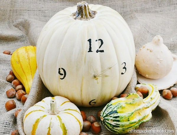 pumpkin-clock-from-atthepicketfence.com_