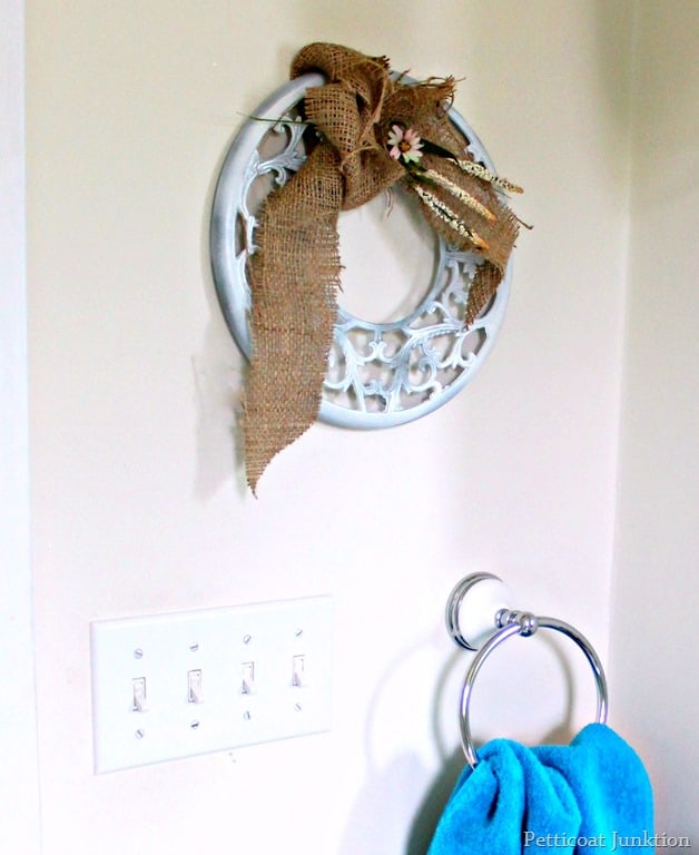 diy-Christmas-wreath-with-burlap-bow.jpg