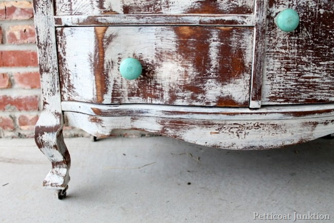 shabby-white-furniture
