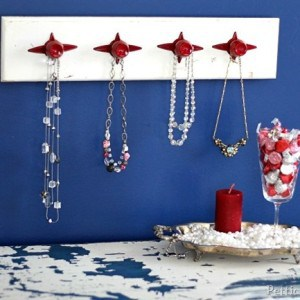red-jewelry-organizer-valentine-display_thumb.jpg