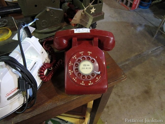 red rotary dial phone