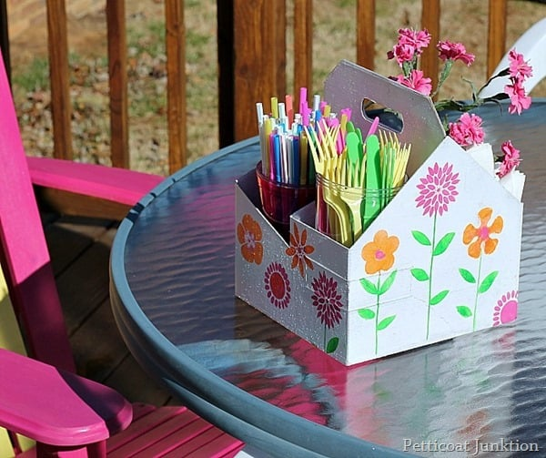 easy diy picnic caddy from recyled drink tote petticoat junktion
