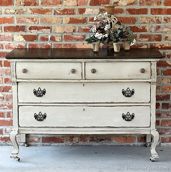 how to get this look two-tone paint finish petticoat junktion 10 steps to painting and prepping furniture