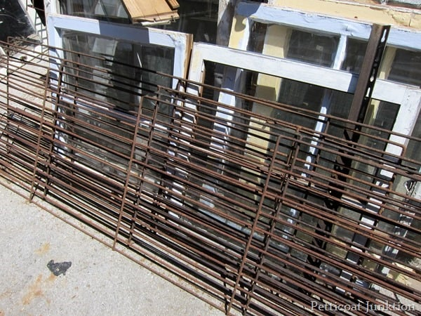 rusty iron fenc e Petticoat Junktion
