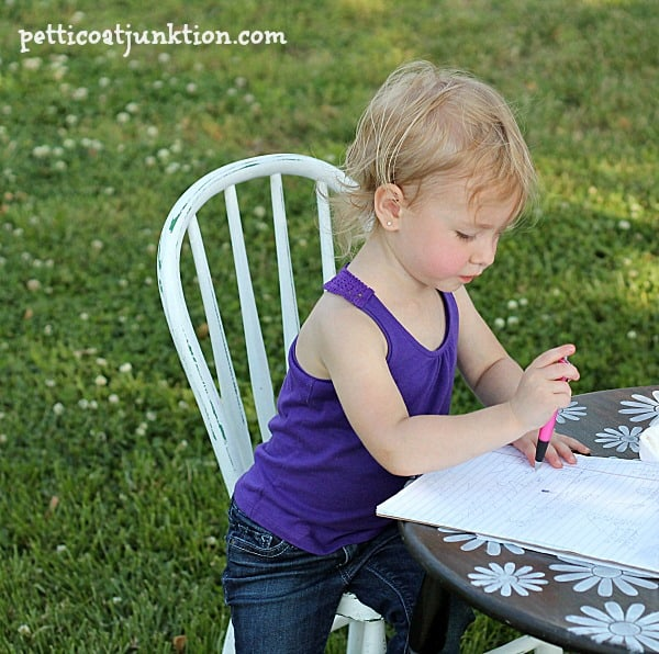 Stenciled White Daisy Table Will Make Any Little Girl Happy