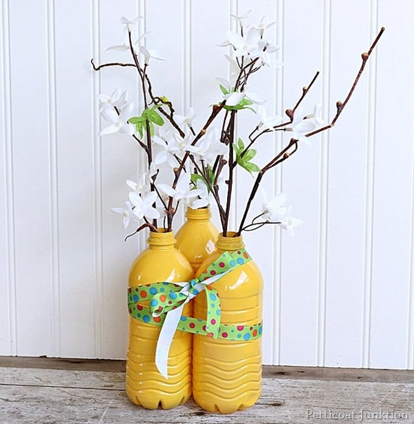 You Can Spray Paint Plastic Water Bottles To Make Decorative Vases Petticoat Junktion
