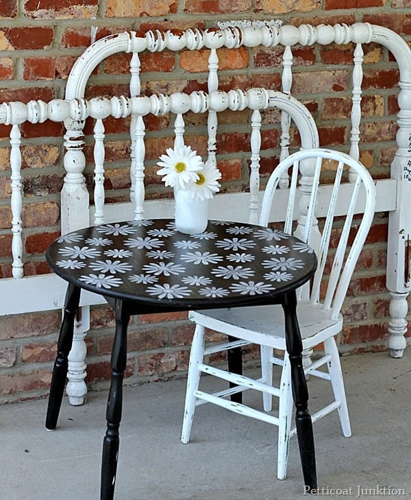 how to stencil a white daisy table Petticoat Junktion