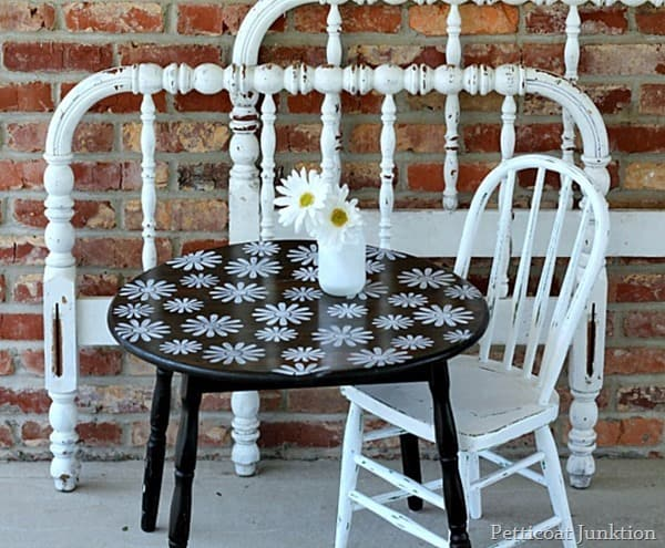 stenciled daisy table by Petticoat Junktion