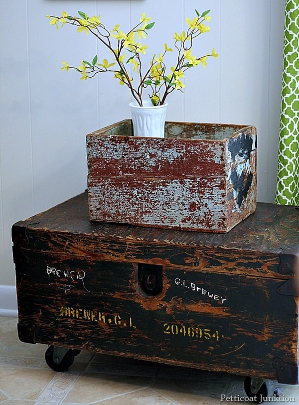 diy trunk table with chippy turquoise crate Petticoat Junktion