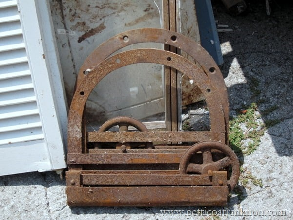 rusty pully junk find Petticoat Junktion