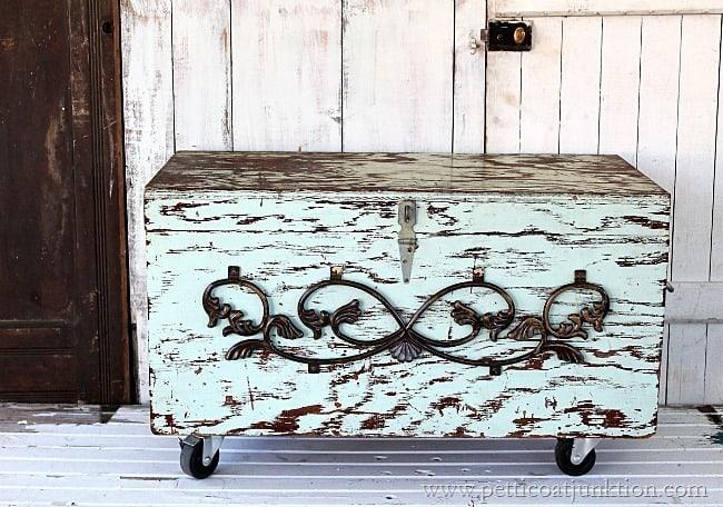 chippy flea market trunk Petticoat Junktion