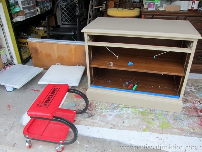 Painting furniture Petticoat Junktion
