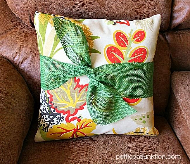 no sew pillow tutorial Petticoat Junktion project OnLineFabricStore