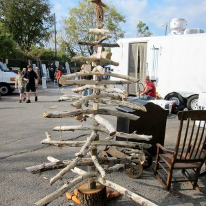 woodsy-diy-Christmas-Tree-Nashville-Flea-Market-Petticoat-Junktion_thumb.jpg