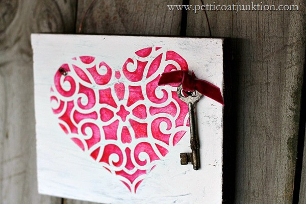 How to stencil a heart Petticoat Junktion craft project