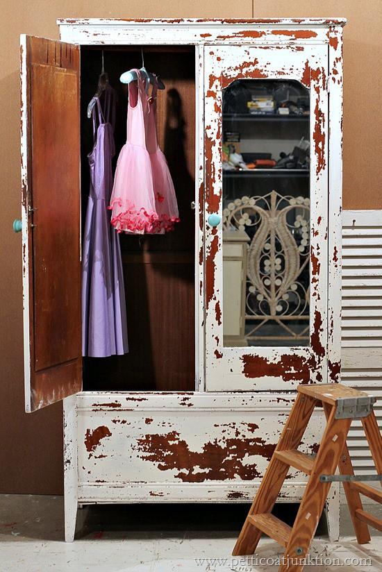 chippy milk paint Petticoat Junktion paint project