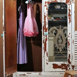 chippy-milk-paint-project-Petticoat-Junktion_thumb.jpg