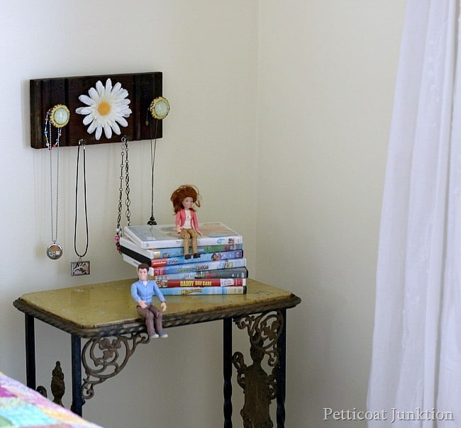 DIY jewelry organizer Petticoat Junktion
