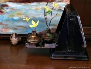 How-to-decorate-with-vintage-door-knobs-Petticoat-Junktion-diy.jpg