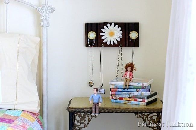 How to make a necklace organizer Petticoat Junktion project