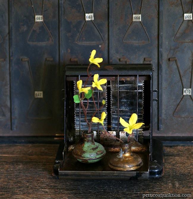 decorating with vintage door knobs Petticoat Junktion