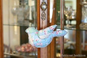 diy-quilted-bird-Petticoat-Junktion-Home-Decor.jpg