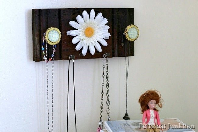 necklace-jewelry-organizer-Petticoat-Junktion_thumb