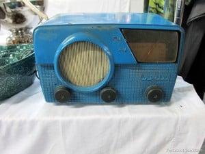 Vintage-Radio-Beautiful-Blue-Color-Flea-Market-Shopping-with-Petticoat-Junktion.jpg