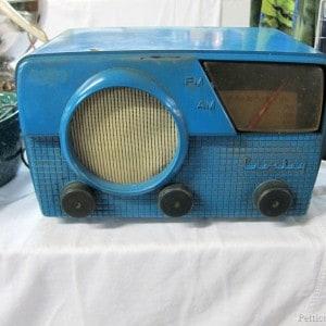 Funky Blue Vintage Radio |Flea Market Shopping