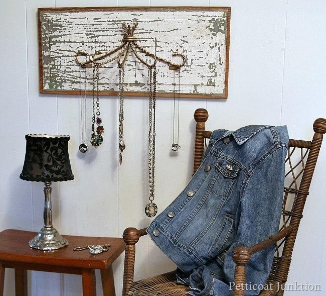 flip it necklace hanger Petticoat Junktion diy project
