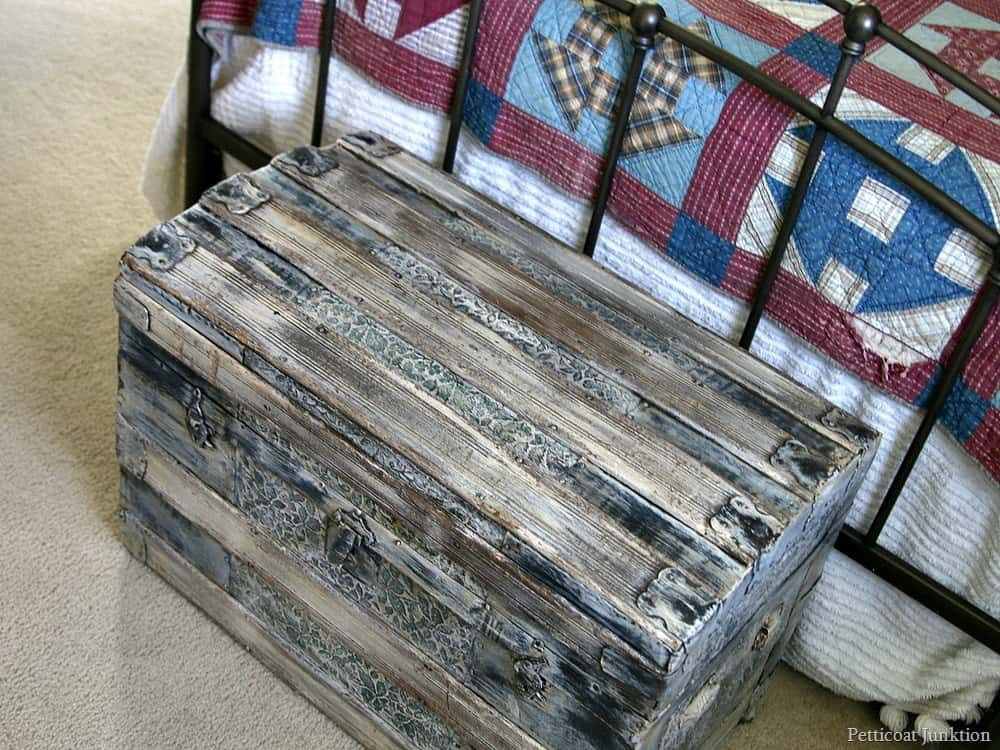 Paint An Antique Trunk Petticoat Junktion Rustic Furniture Theme