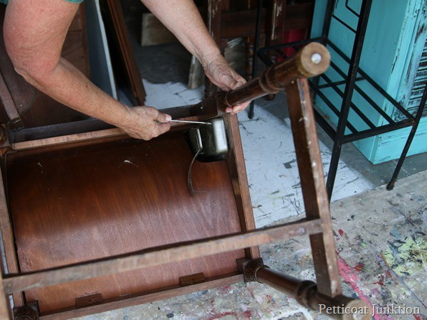 sewing machine with knee pedal