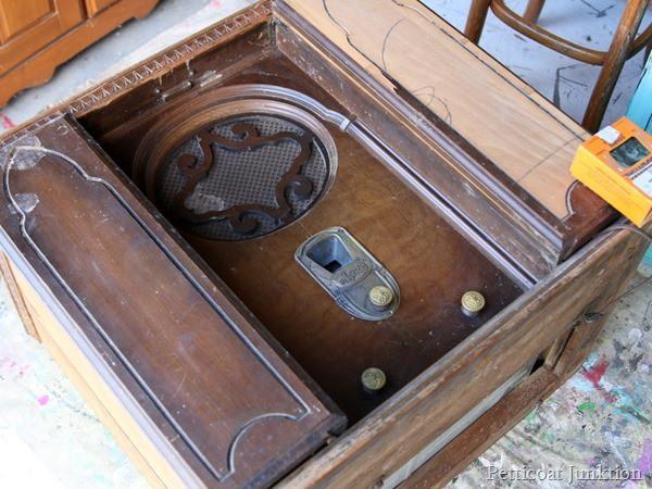 vintage radio Petticoat Junktion