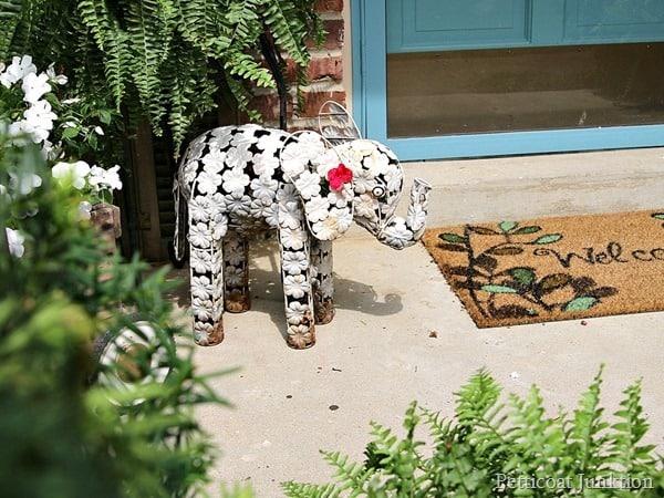 white elephant summer porch tour Petticoat Junktion. e